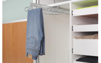 Výsuvný věšák na kalhoty